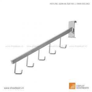Tay treo trưng bày nghiêng với 5 móc treo cài khung lưới Gridwall nghiêng